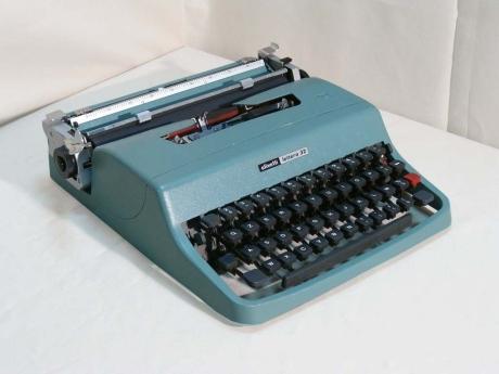Dad's Olivetti Lettera 32 (1963)