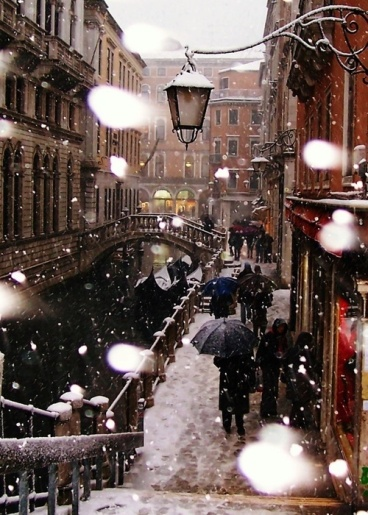 places snowy day in venice italy