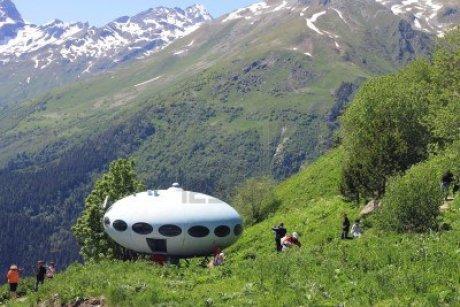 caucasus mountain ufo 14296307 123rfdotcom