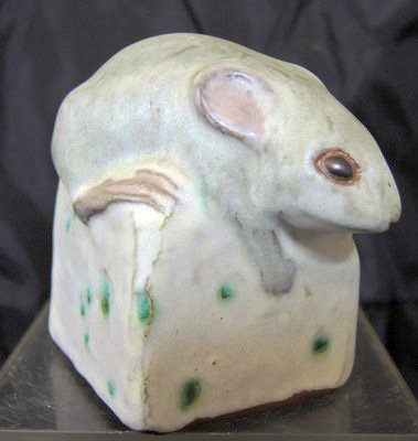 http://www.ebay.com/itm/Rare-1987-Andersen-Pottery-Adorable-Mouse-Sitting-On-Cheese-/360635357796