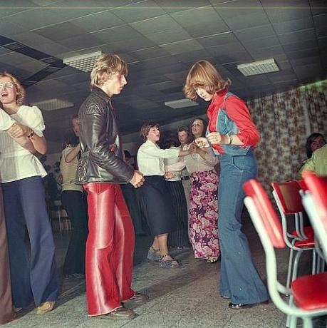 70s fashion wikimedia